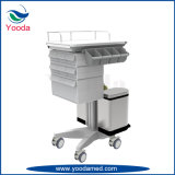 Carro móvil de la medicación del hospital con los cajones