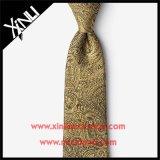 Legame giallo tessuto di seta Handmade di Paisley del nodo perfetto per gli uomini