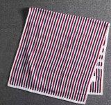 縞が付いている柔らかい浴室タオルは、異なったカラー使用できる