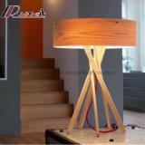Diseño único 5 piernas de madera natural mesa de iluminación