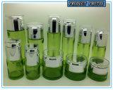 녹색에 의하여 착색되는 장식용 유리병과 화장품 유리 단지