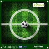 Grama artificial macia de vista natural para o futebol e o futebol