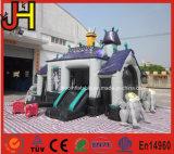 Halloween assombrou o castelo assombrado inflável dos Bouncers infláveis do castelo