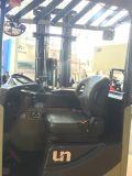 O Forklift do caminhão do alcance senta na capacidade 2000kgs 9 medidores que levantam a altura