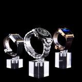 La montre reste l'étalage acrylique de bijou de canalisation verticale d'étalage