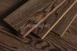 El suelo de madera dirigido de la ceniza de Brown del negro