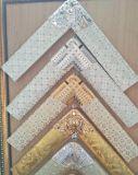 Espejo decorativo de la pared con el marco espléndido antiguo