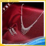 Bruids die Juwelen van het Ontwerp van de mode de Eenvoudige in Kristal voor Huwelijk worden geplaatst