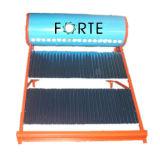 Niederdruck-Solarwarmwasserbereiter mit behilflichem Becken