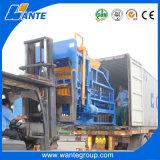 На стоящем автомобиле прочного оборудования для изготовления бетонных блоков4-18 Qt