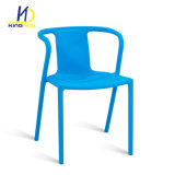 Réplique d'usine durable coude d'empilage des chaises en plastique de plein air de l'accoudoir