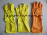庭および台所のための自然な乳液の黄色の世帯の手袋