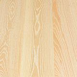 Suelo de madera dirigido de la ceniza blanca