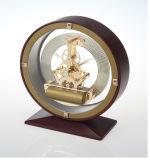 Relógio de bronze antiquado de latão, Relógio de mesa de esqueleto de madeira antigo