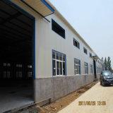 Entrepôt de structure métallique avec l'envergure de 50 mètres