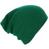 人の女性のだぶだぶのだらしないニットの帽子の男女兼用の緩い帽子