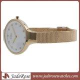 Goldene LuxuxEdelstahl-Ineinander greifen-Band-Armbanduhr für Dame