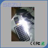 Sistema do painel solar, com os 10 -Um no cabo do USB, bulbos do diodo emissor de luz