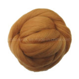 메리노 양모 모직 털실을 뜨개질을 하는 고품질 땅딸막한 손을 코바늘로 뜨개질하는 손