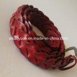 Красный украшают аксессуары ремень из натуральной кожи