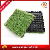 景色の庭DIYのための人工的な草のタイルをかみ合わせる高品質