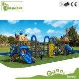 De houten OpenluchtApparatuur van de Speelplaats voor Jonge geitjes