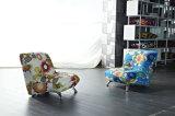 美しく多彩で小さい子供の椅子
