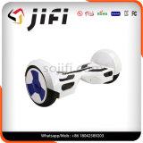 Hoverboardのバランスをとっているスポーツ2の車輪の自己