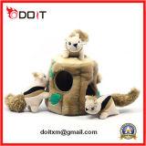 Giocattolo stabilito farcito della peluche dello scoiattolo del giocattolo dello scoiattolo con l'albero del foro della peluche