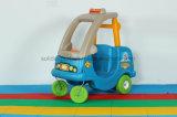 Peuter Jonge geitjes op Auto van de Leurder van de Kever van het Stuk speelgoed van de Rit de Kleurrijke Plastic
