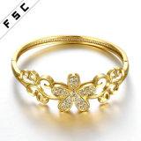 方法宝石類の女性のための金によってめっきされる花の整形銅のブレスレット