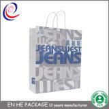 Las bolsas de papel con las manetas venden al por mayor la bolsa de papel con la impresión de la insignia