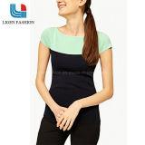 女性のための短い袖が付いている流行の編まれた上