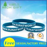 Form kundenspezifische Debossed Farben-Infilled Gummisilikon-Armband mit Aktivitäts-Firmenzeichen