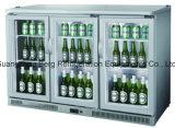 반대 전시 맥주 냉각기 맥주 병 냉장고의 밑에 단 하나 문 뒤 바