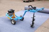 Un cavador del orificio de poste de la mano ATV del hombre con diversa talla 5 de taladros