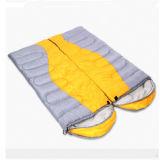 2つのカラー屋外のキャンプの空の綿の寝袋