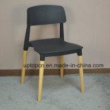 (SP-UC018) Dossier de meubles commerciaux Chaise en plastique à manger avec patte de bois
