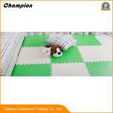 Der Schaumgummi, der blockiert, EVA-Schaumgummi ausbreitend mit Ziegeln, deckt die Gymnastik-Matten, die, die Kampfkünste blockieren, die EVA-Fußboden-Matte blockieren