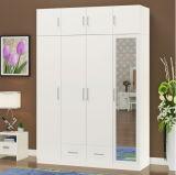 Schlafzimmer-Wand-Garderobe mit Spiegel