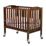 木のポータブルベビーベッド、折るまぐさ桶、赤ん坊の家具は、家具をからかう