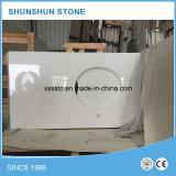 Controsoffitto bianco di pietra artificiale del quarzo o controsoffitto della cucina