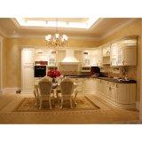 La L digita l'armadio da cucina bianco tradizionale di legno solido con l'isola