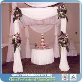 O branco drapeja a tubulação usada e drapeja-a para casamentos