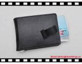 Кожаный бумажник визитной карточки вытягивает вне бумажник карточки
