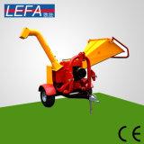 гидравлическая система трактора установлен дробилка для древесных отходов с