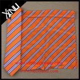 ハンドメイドの100%の一致のスカーフが付いている絹によって編まれるロゴのネクタイ