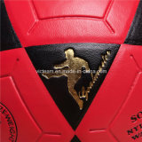 素晴らしい赤くおよび黒い耐久のつけられたフットボールに見ること