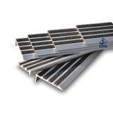 De escalera de las pisadas resbalón al aire libre concreto no con las piezas insertas del carborundo