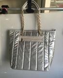 Tote-Handtaschen-Käufer-Beutel der Streifen gesteppten hellen Nylonform-Schönheits-Frauen